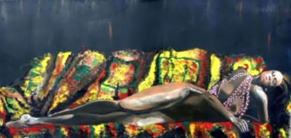 Donna-sul-divano.jpg